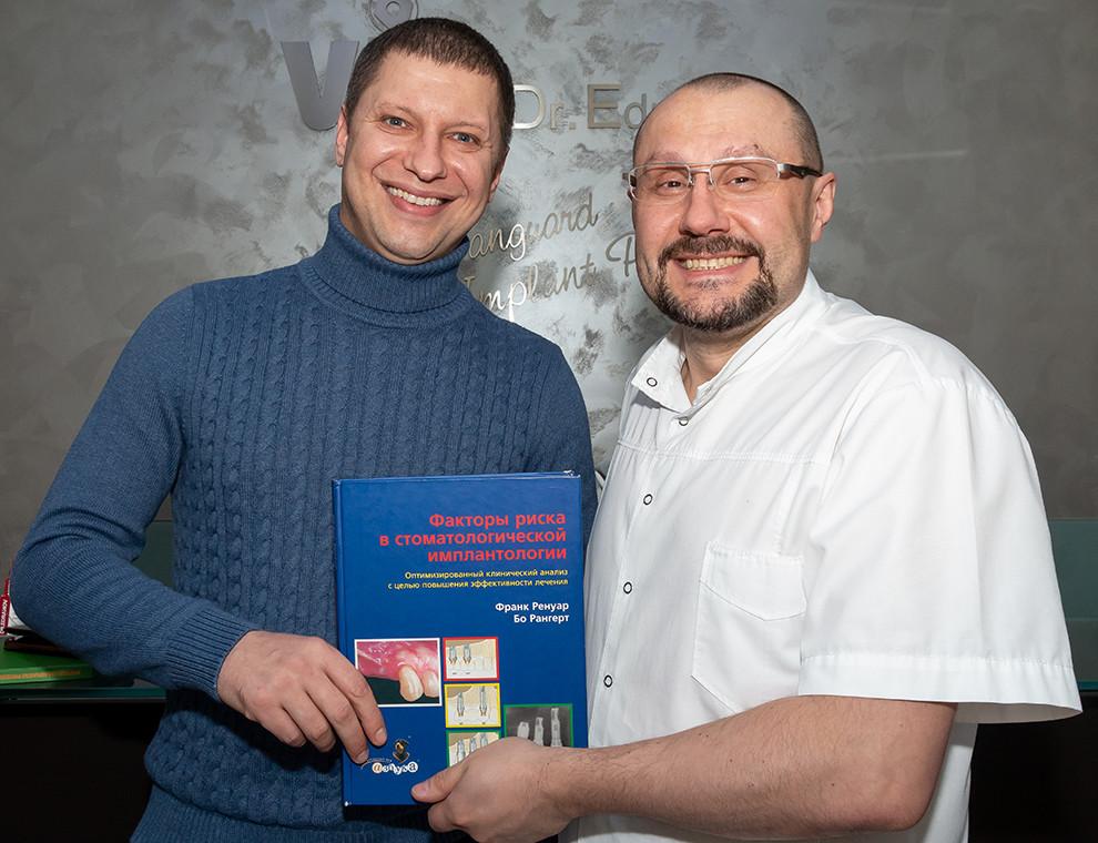 """Доктор Едранов вручил """"новогодний подарок"""" Сергею Сердитову"""