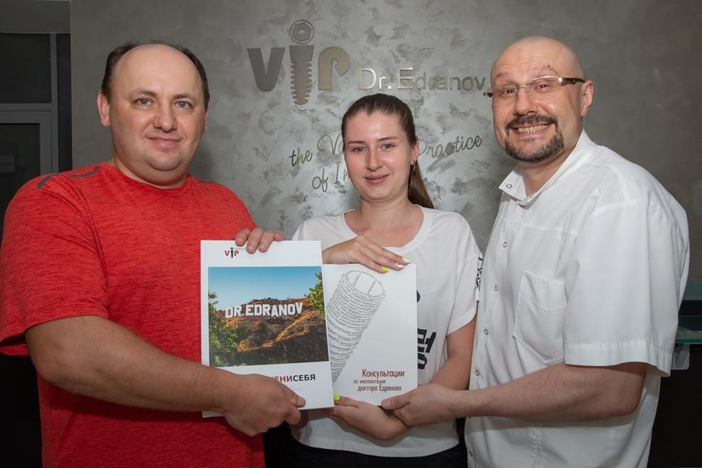 Доктор Едранов вручил гостям Профессорской клиники именное подарочное издание - книгу BRANDИМЕНИСЕБЯ №344
