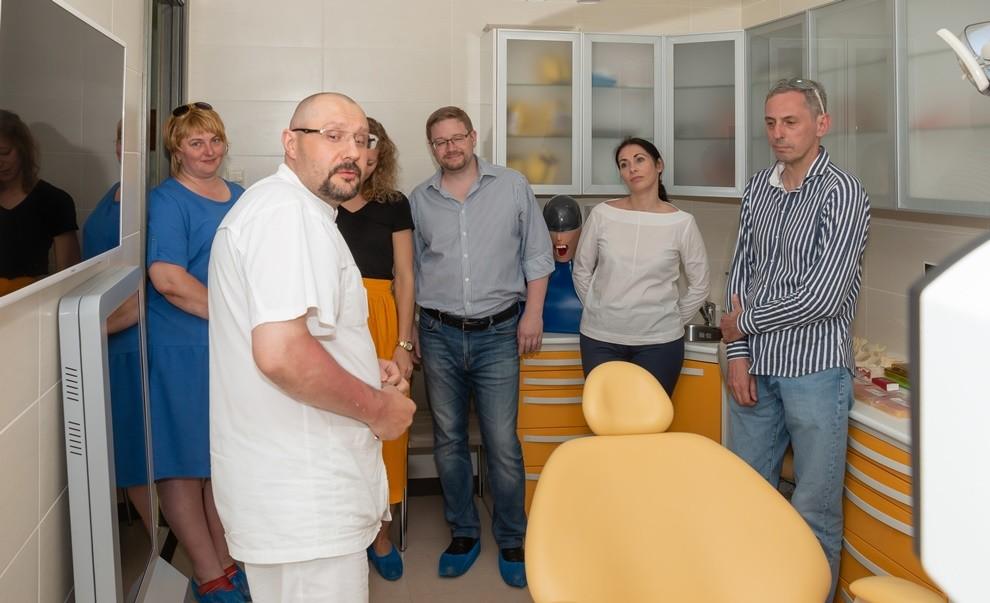 Сергей Сергеевич Едранов провёл экскурсию для представителей компаний AVOS Dent и «Имплант Сервис»